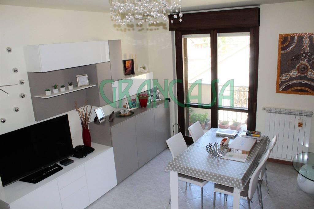 Appartamento in ottime condizioni in vendita Rif. 7733147