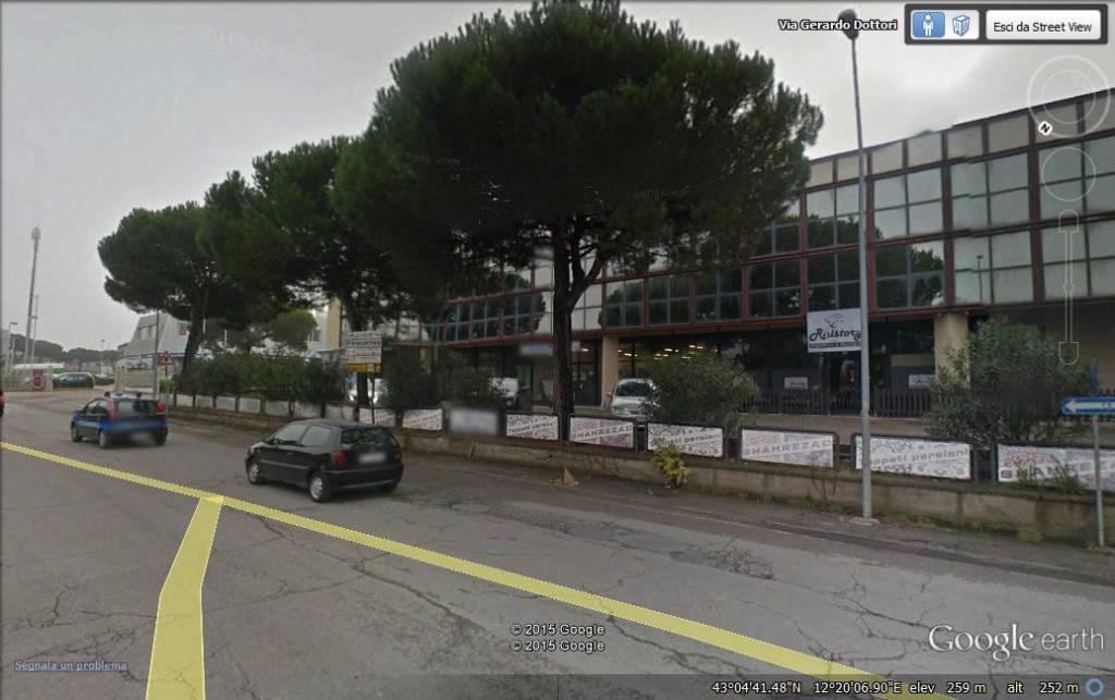 locale commerciale FRONTE STRADA con ampio parcheggio Rif. 8452171