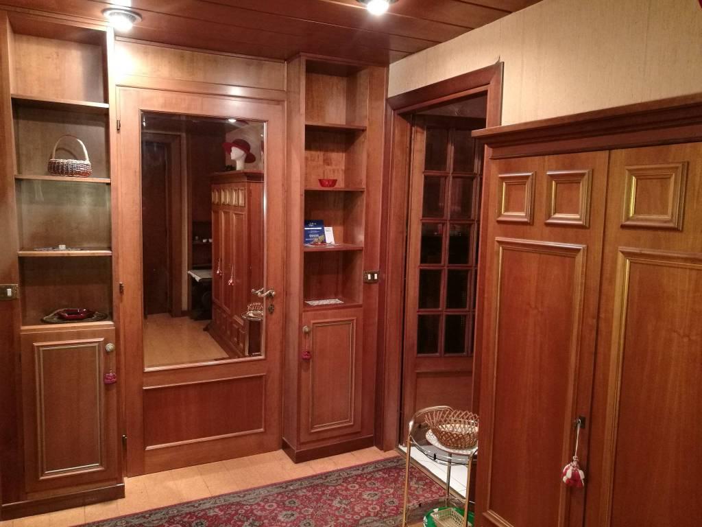 Appartamento in buone condizioni arredato in affitto Rif. 7734951