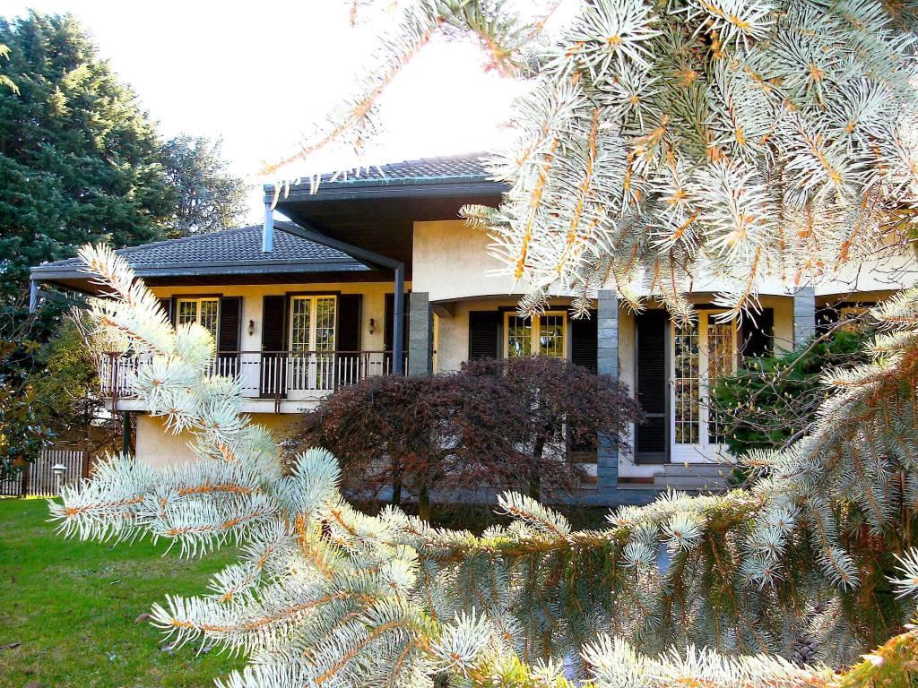 Villa in vendita a Busto Arsizio, 10 locali, prezzo € 410.000 | CambioCasa.it