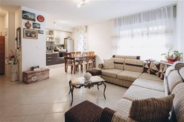 Appartamento in buone condizioni in vendita Rif. 7733352