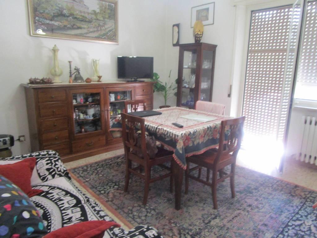Appartamento in buone condizioni in vendita Rif. 9149907