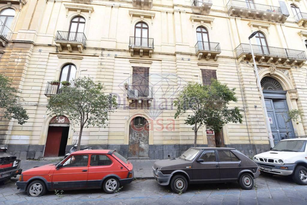 Negozio-locale in Vendita a Catania Centro: 1 locali, 220 mq