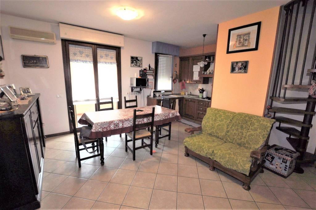 Appartamento in ottime condizioni in vendita Rif. 7748866