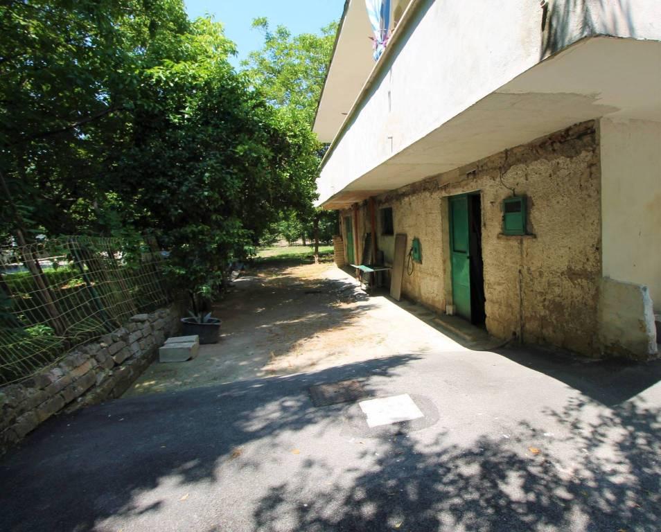 Appartamento da ristrutturare in vendita Rif. 7749356