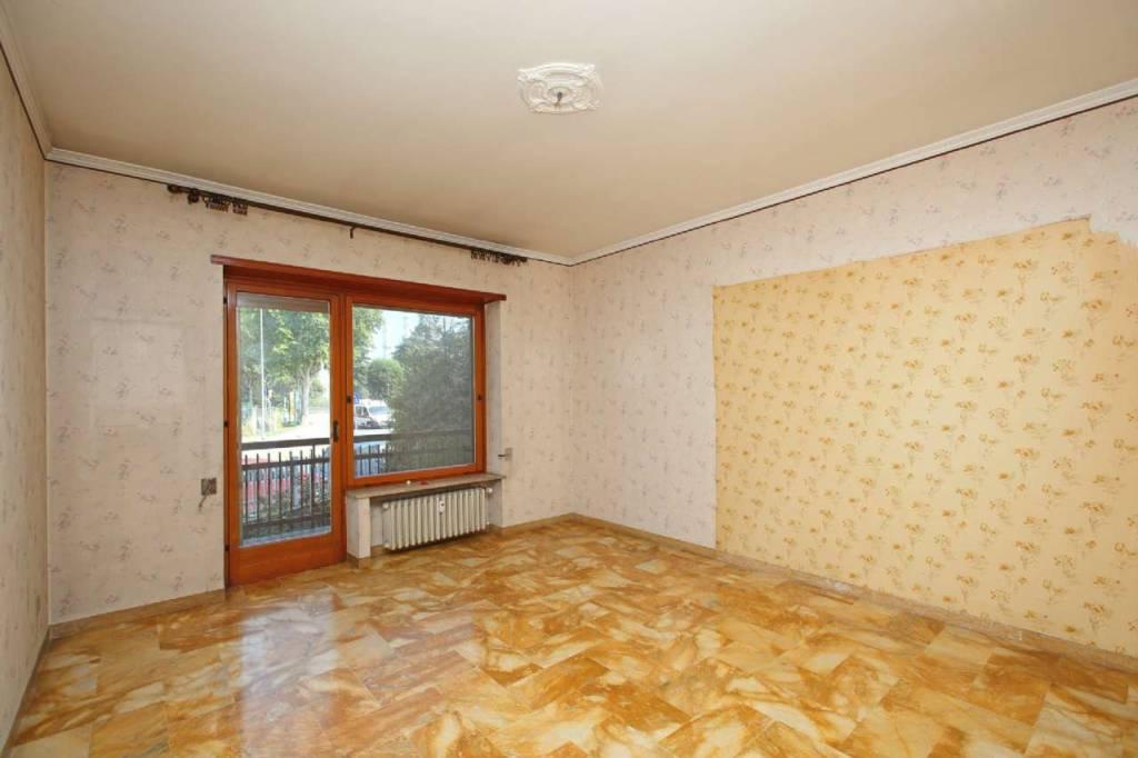 Appartamento da ristrutturare in vendita Rif. 9432466