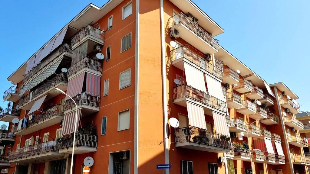 Appartamento in buone condizioni in vendita Rif. 9225777