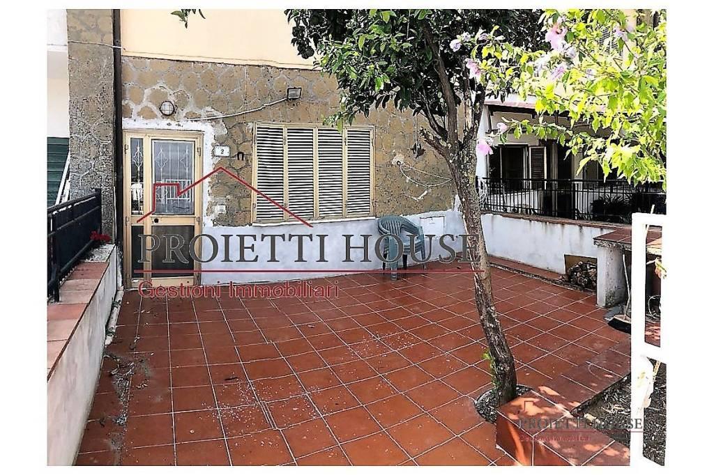 Appartamento in buone condizioni arredato in vendita Rif. 7750153