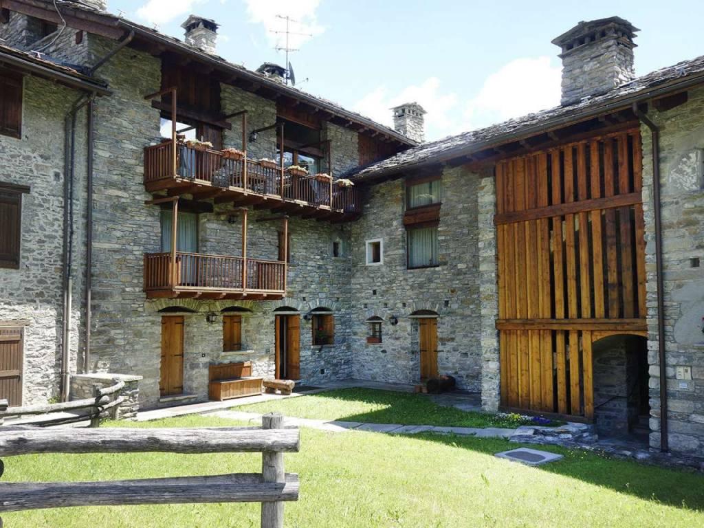 Morgex La Ruine, bellissimo alloggio, antica costruzione pietra legno, 3 camere, 2 bagni, box