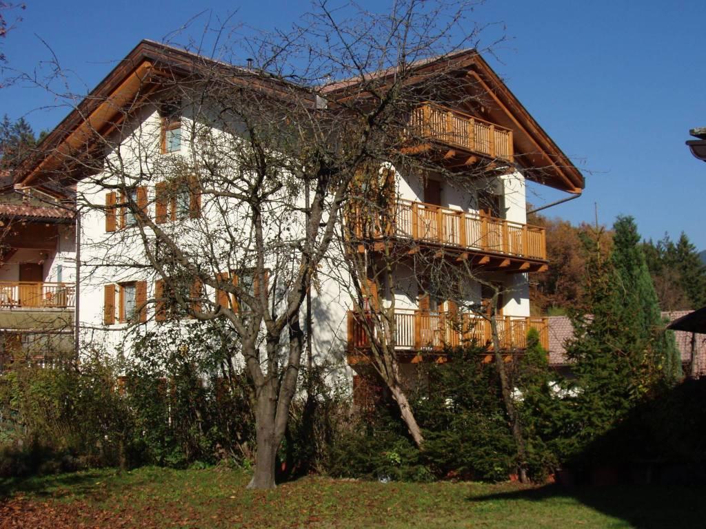 Appartamento in ottime condizioni arredato in vendita Rif. 7758203