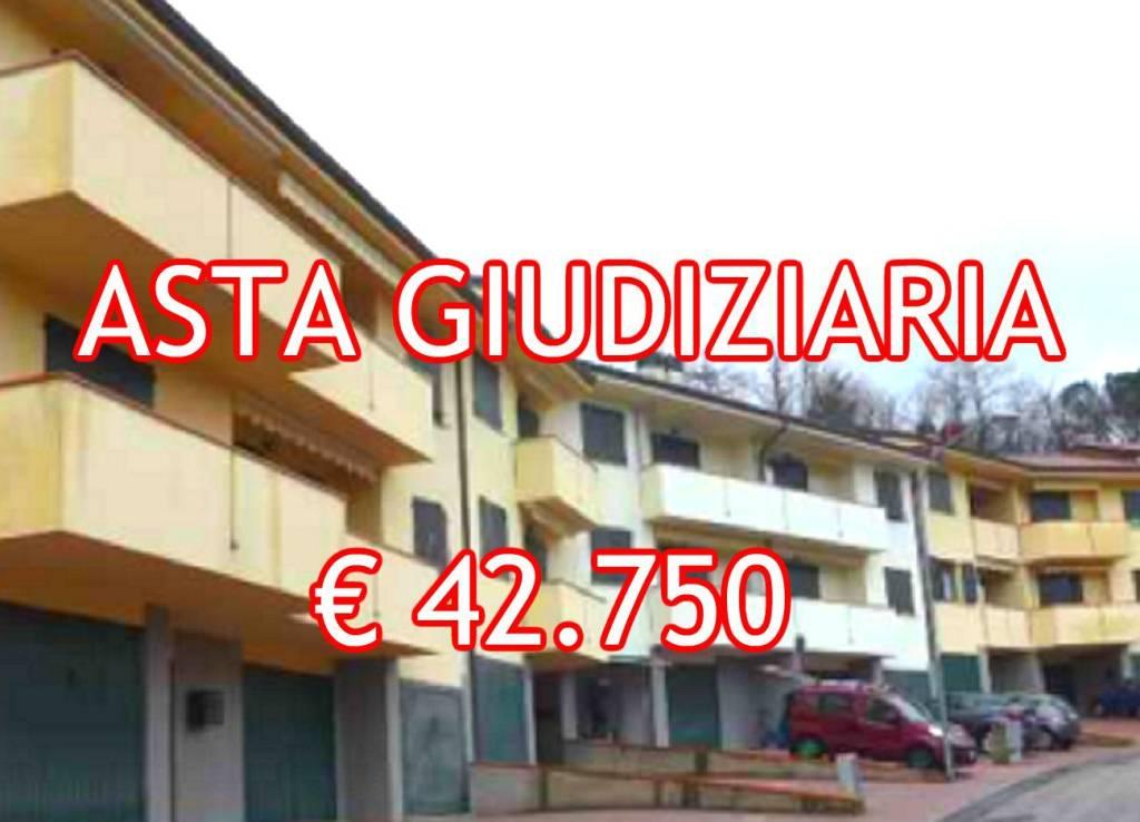 Appartamento in buone condizioni in vendita Rif. 7758054