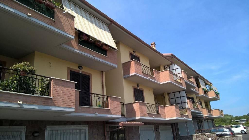 Appartamento parzialmente arredato in affitto Rif. 7759205