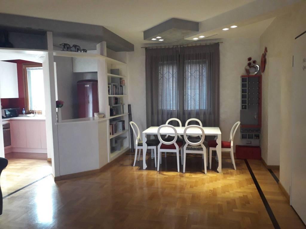 Appartamento in ottime condizioni arredato in affitto Rif. 7761413
