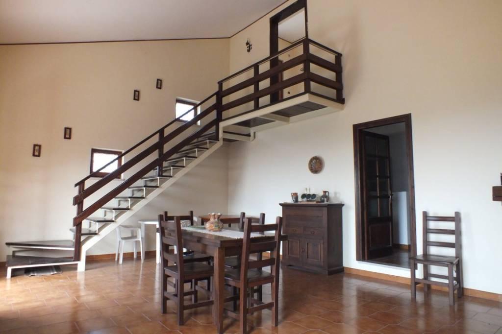 Villa in buone condizioni in vendita Rif. 7756080