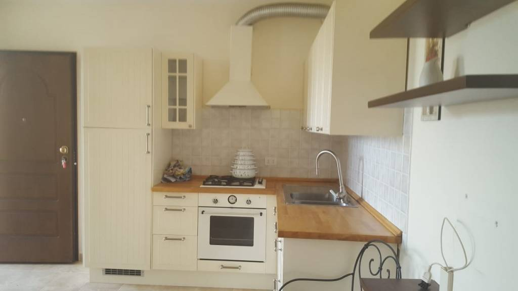 Appartamento in ottime condizioni arredato in vendita Rif. 7759546