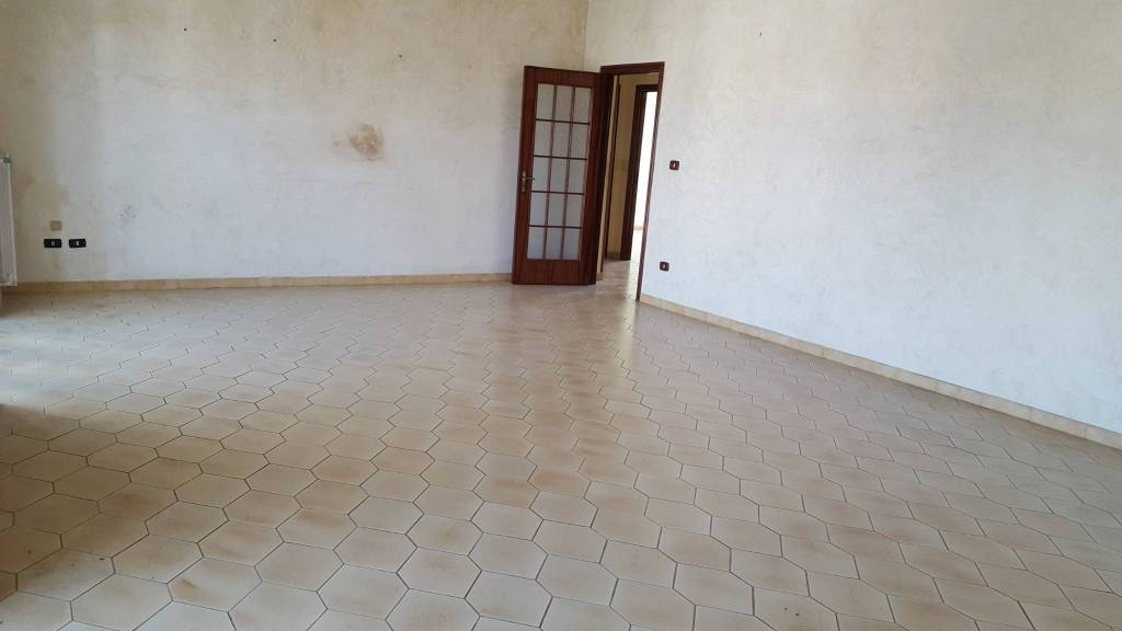 Appartamento da ristrutturare in vendita Rif. 7761495