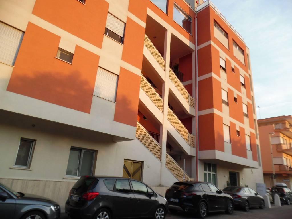 Appartamento in buone condizioni in vendita Rif. 7758799