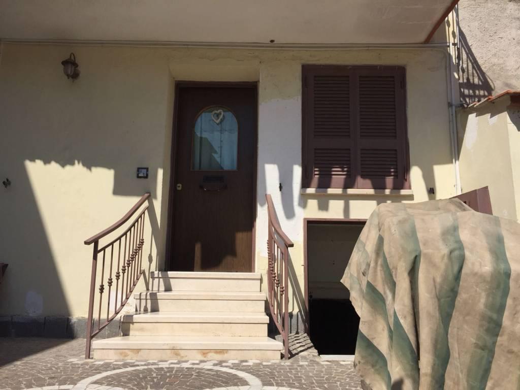 Appartamento in buone condizioni parzialmente arredato in vendita Rif. 7760431