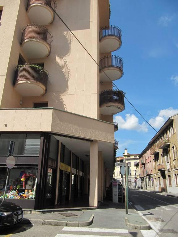 Negozio / Locale in affitto a Saronno, 2 locali, prezzo € 1.600   CambioCasa.it