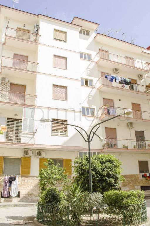 Appartamento in buone condizioni in affitto Rif. 7757800