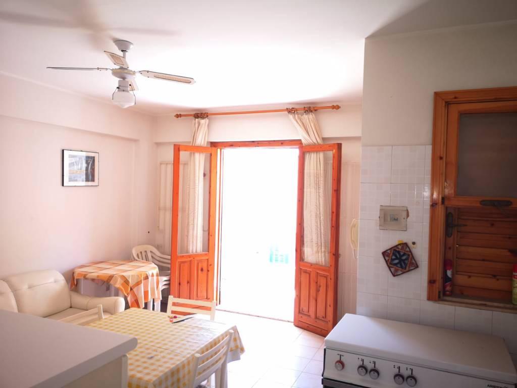 Appartamento in buone condizioni arredato in vendita Rif. 7756963