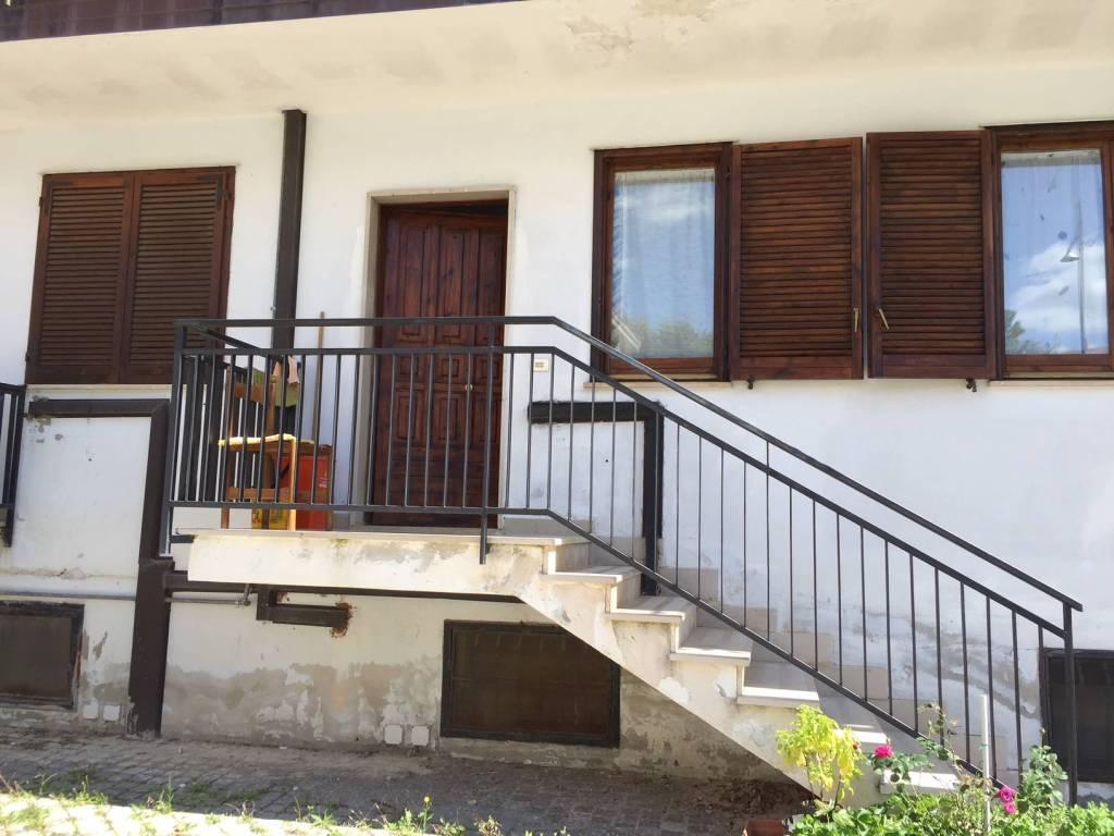 Appartamento in buone condizioni parzialmente arredato in vendita Rif. 8160587