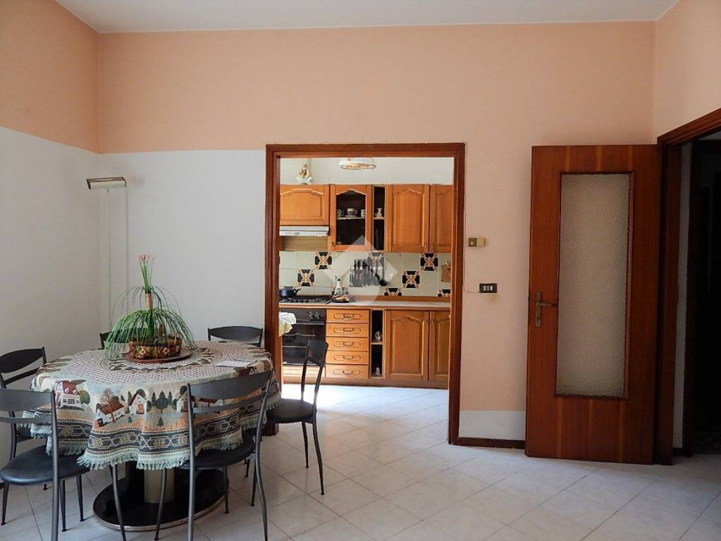 Appartamento in buone condizioni in vendita Rif. 9149987