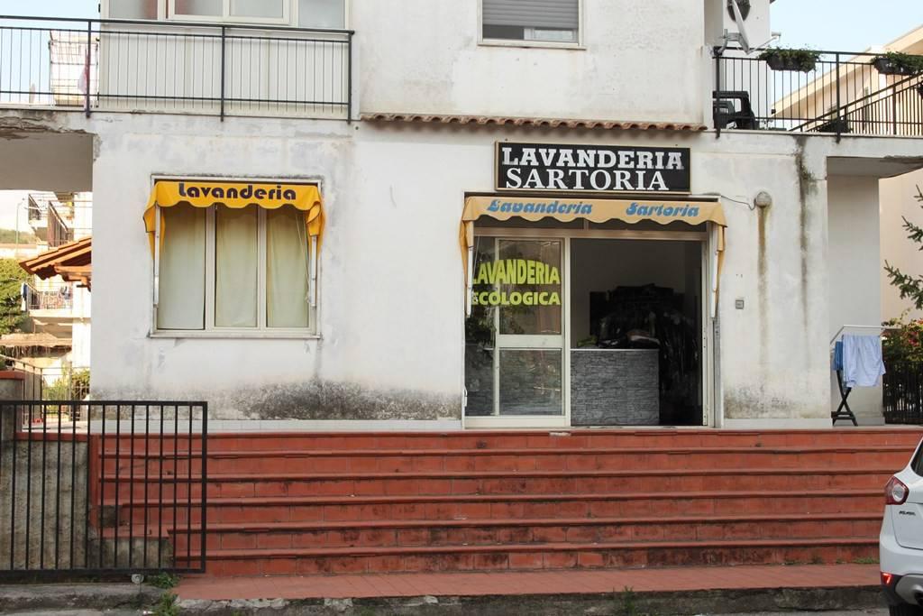 Locale commerciale in zona centrale a Scalea