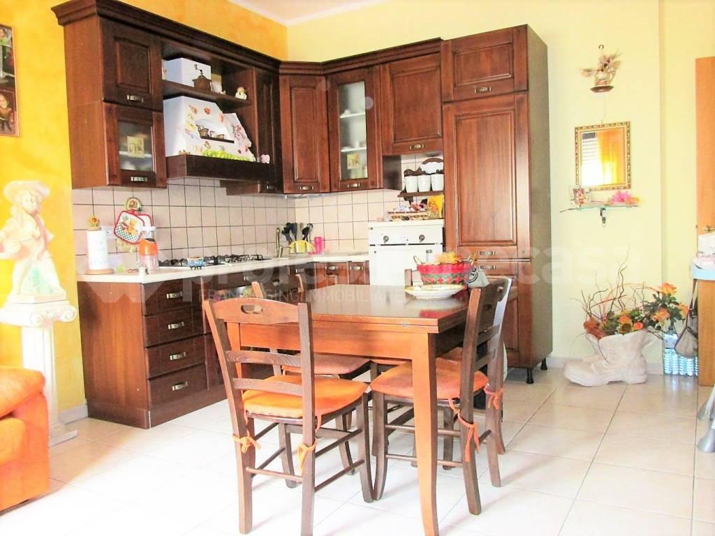Appartamento in buone condizioni in vendita Rif. 7767436