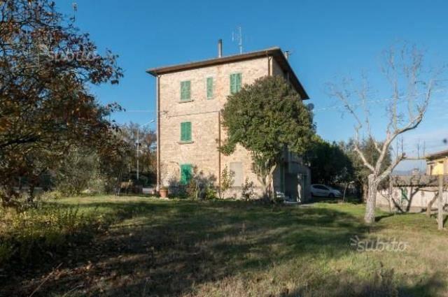 Palazzo in Vendita a Magione: 5 locali, 380 mq