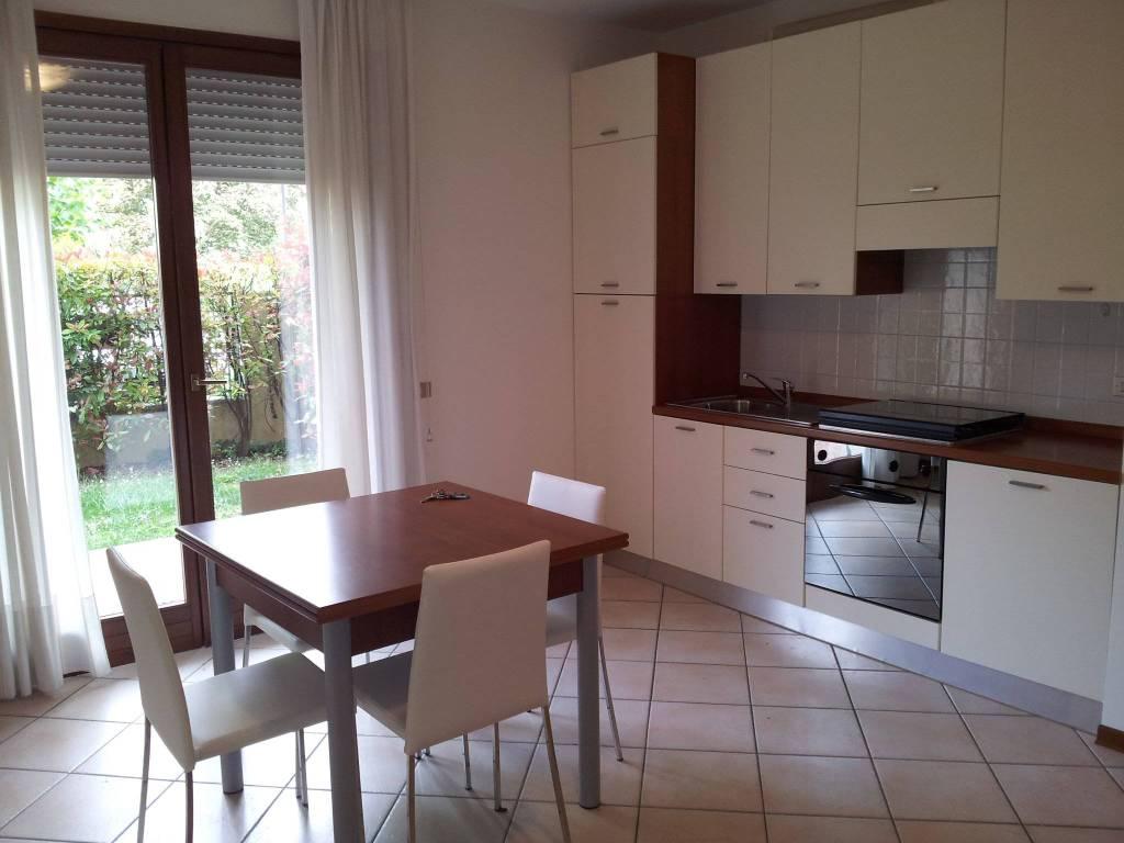Appartamento in buone condizioni arredato in affitto Rif. 7768507