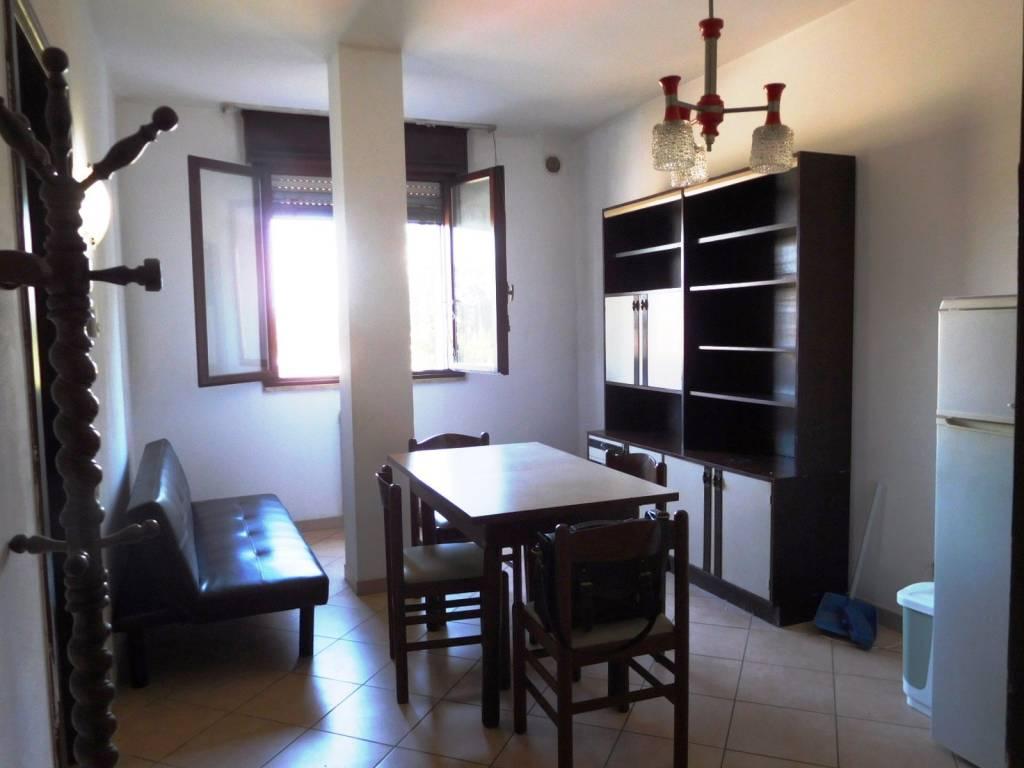 Appartamento in buone condizioni arredato in affitto Rif. 7772075
