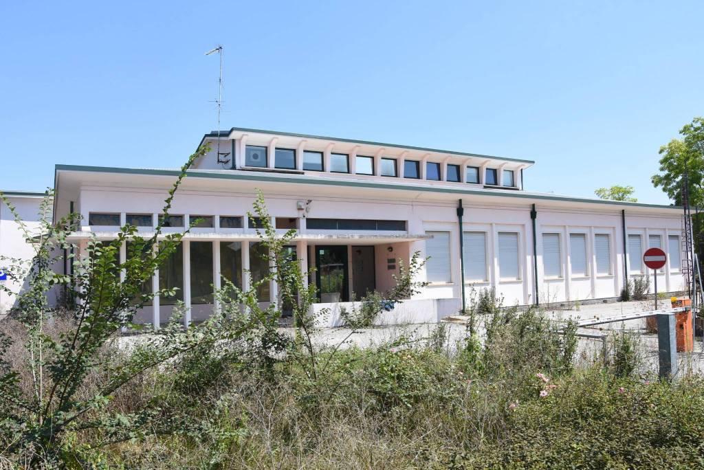 Capannone in vendita a Roncoferraro, 6 locali, prezzo € 437.850 | CambioCasa.it