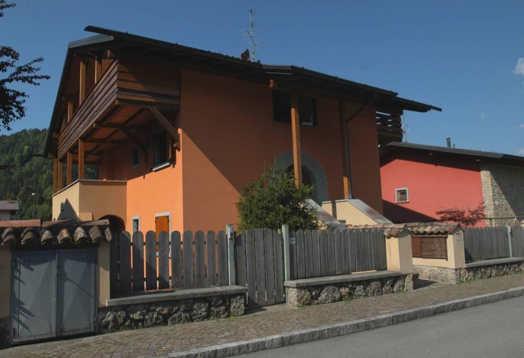 Appartamento in ottime condizioni arredato in affitto Rif. 7771471