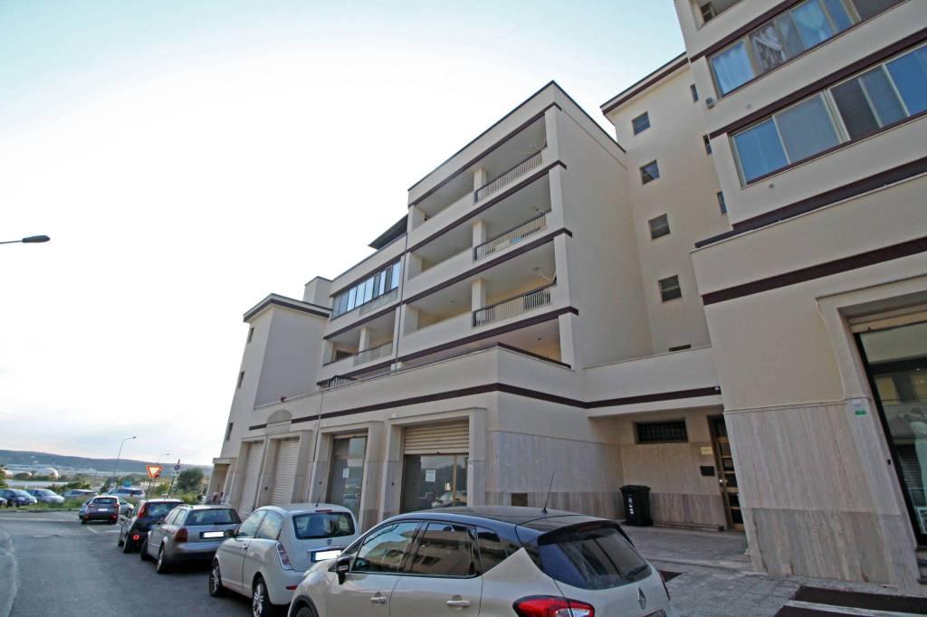 Appartamento in buone condizioni in affitto Rif. 7768256