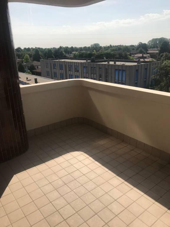 Appartamento in buone condizioni in affitto Rif. 7770473