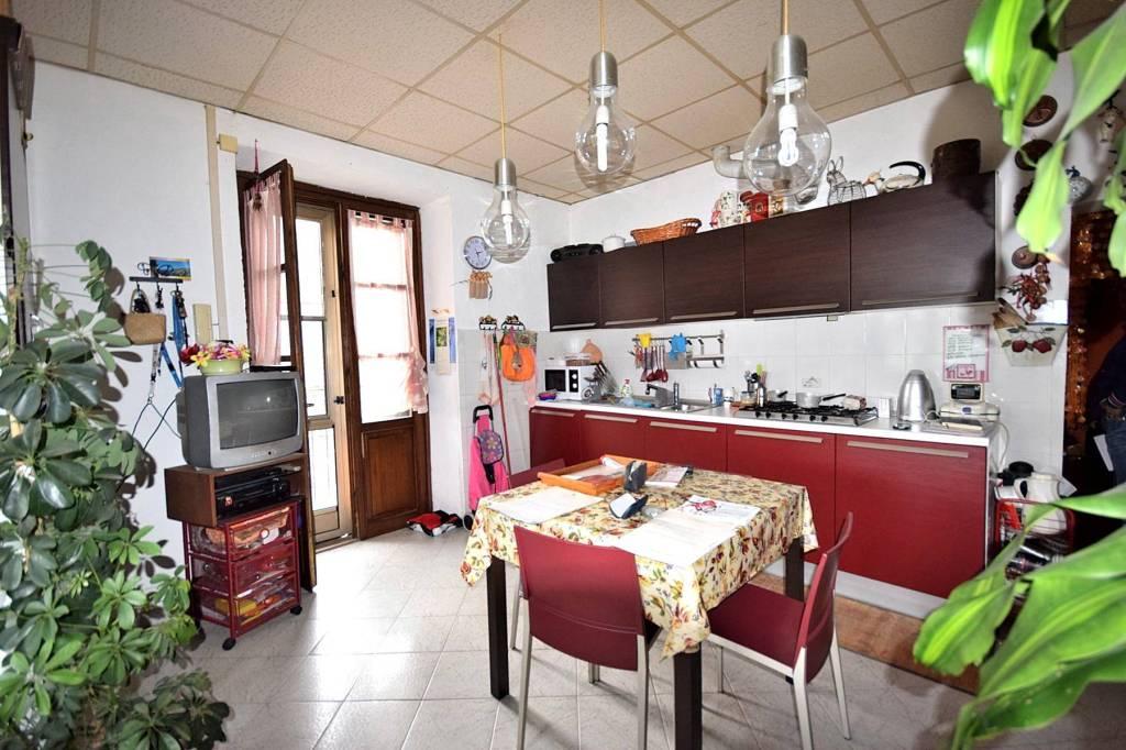Appartamento in buone condizioni in affitto Rif. 7770278