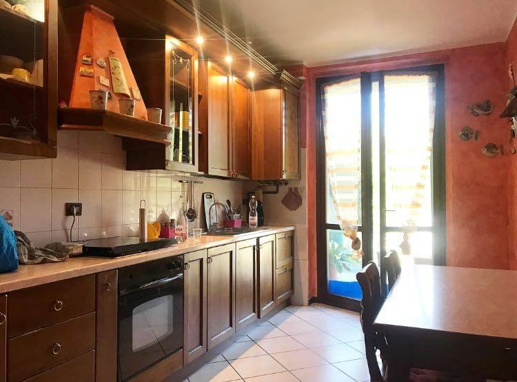 Appartamento in buone condizioni arredato in vendita Rif. 7770858