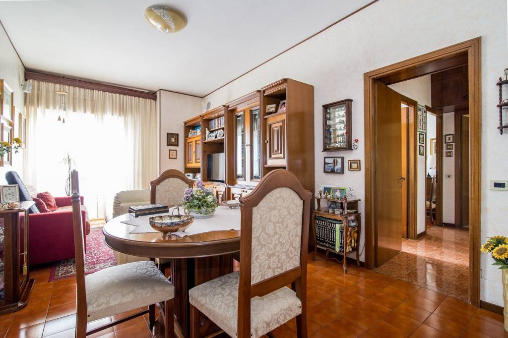 Appartamento in vendita 3 vani 91 mq.  via Pietro Marchisio Roma