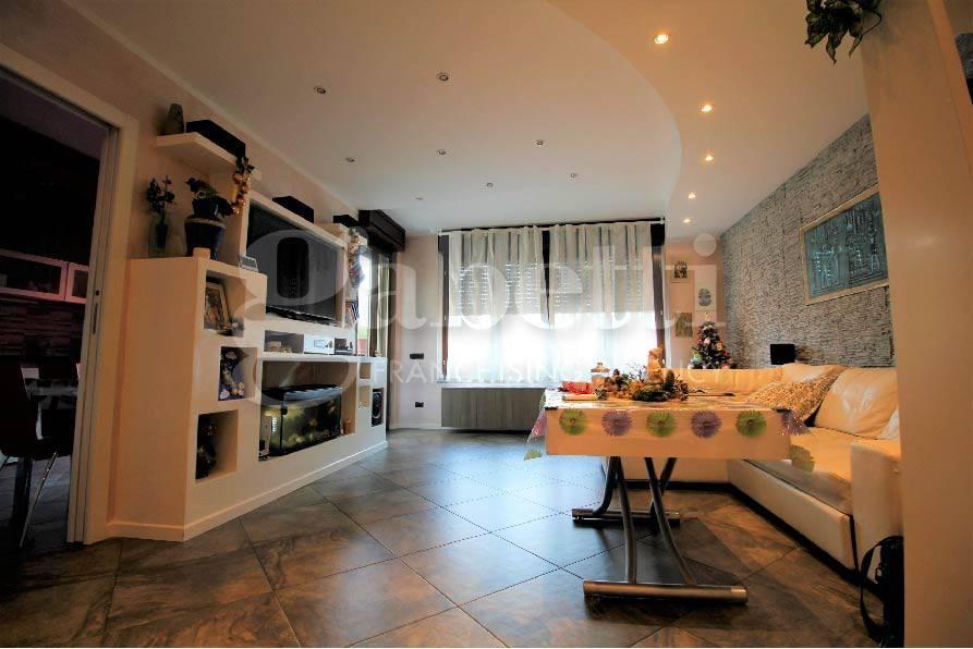 Appartamento in ottime condizioni parzialmente arredato in vendita Rif. 7769799