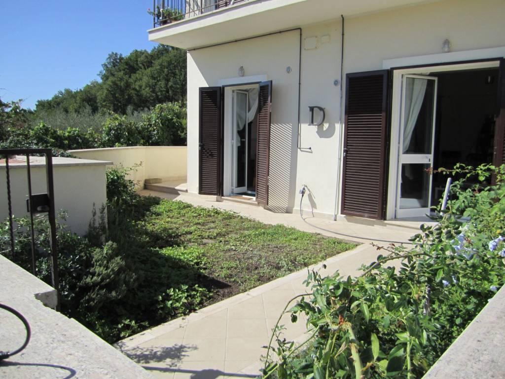Appartamento in buone condizioni parzialmente arredato in affitto Rif. 7766654