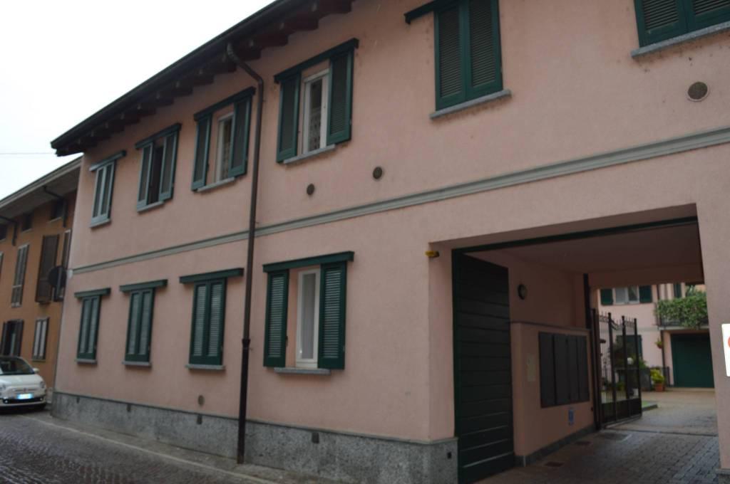 Appartamento in buone condizioni arredato in affitto Rif. 7770359