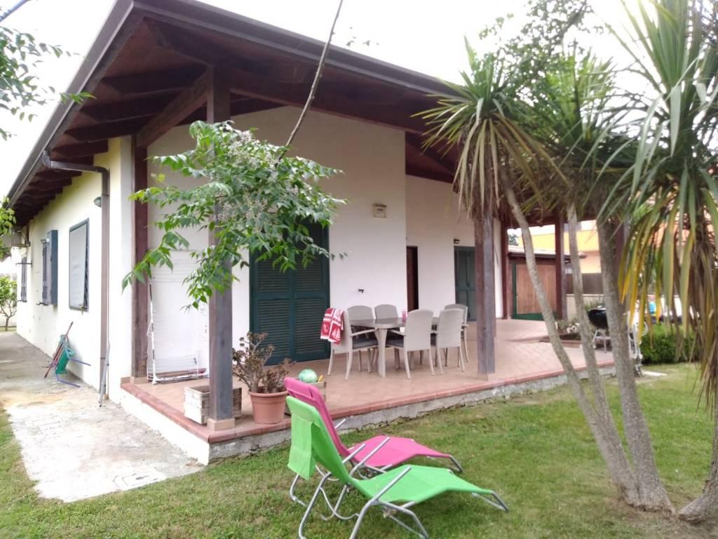 Villa a Schiera in affitto a Giugliano in Campania, 4 locali, prezzo € 1.200   CambioCasa.it