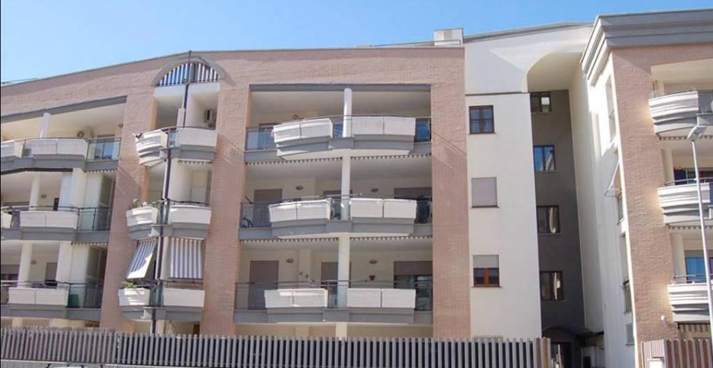 Appartamento in ottime condizioni in vendita Rif. 7771646