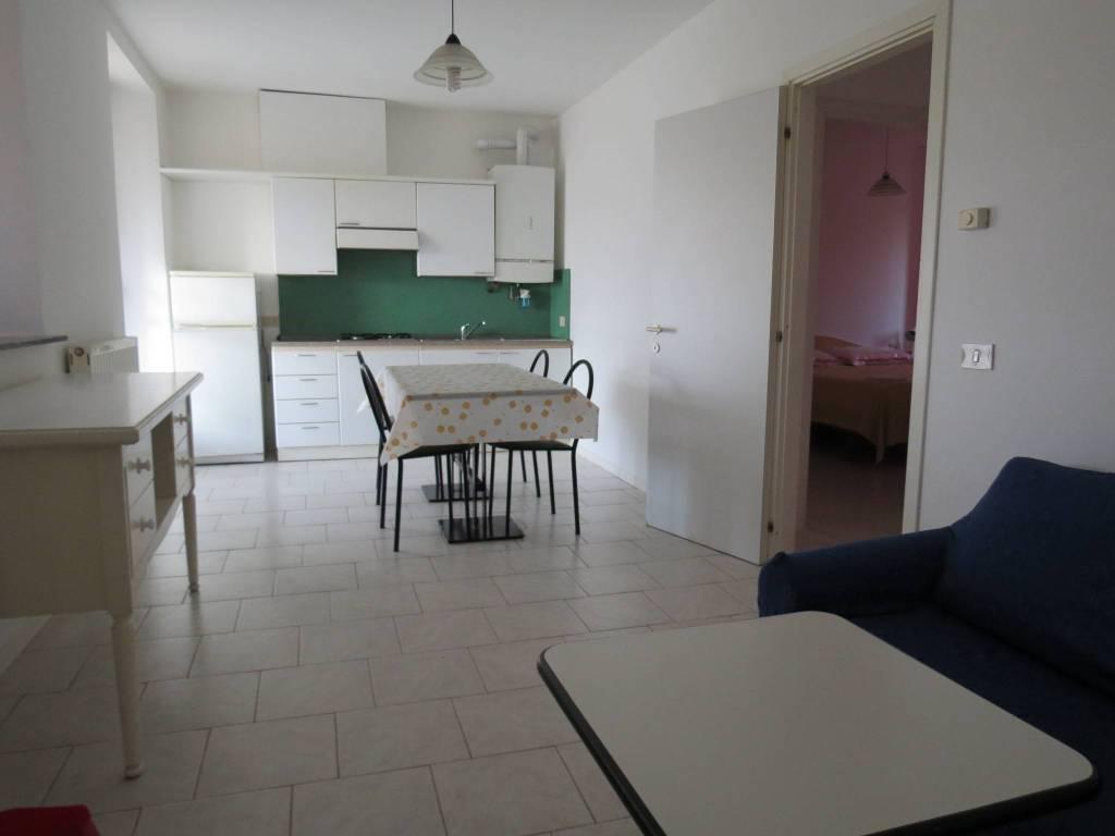 Appartamento in buone condizioni arredato in affitto Rif. 7771202
