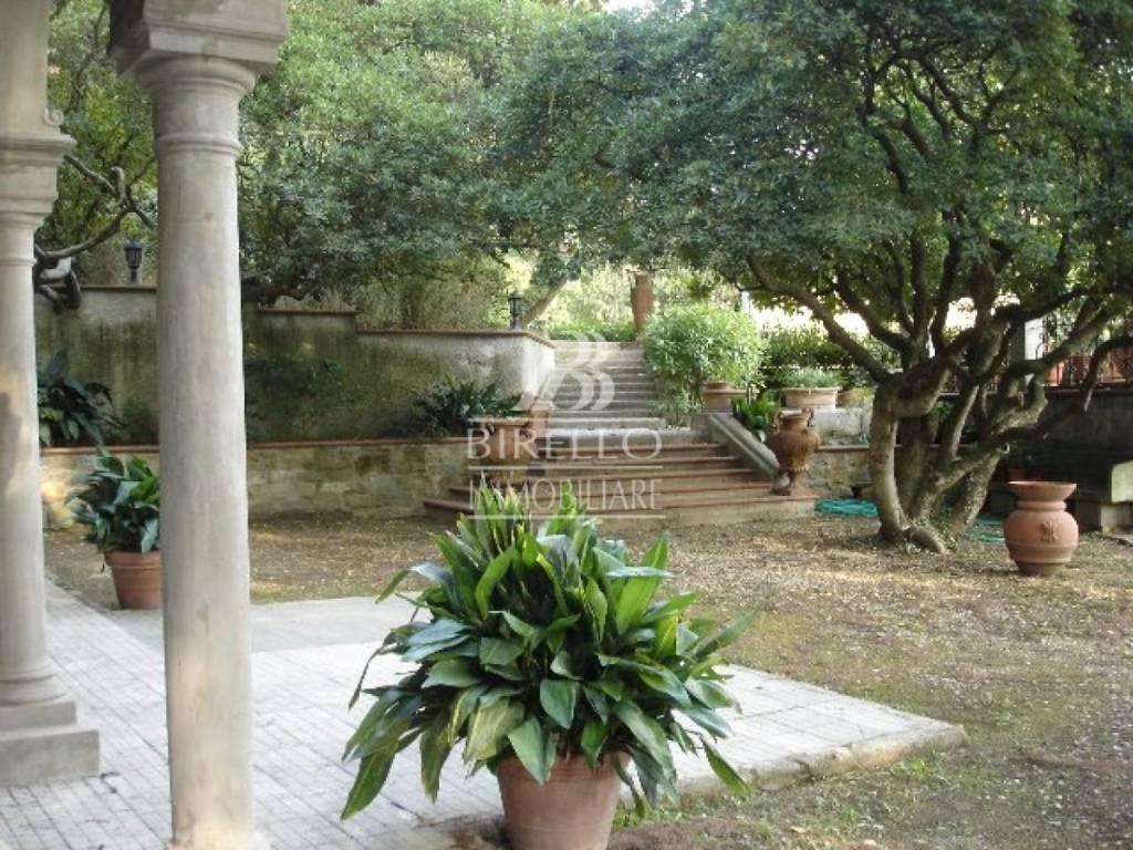 Villa in Vendita a Firenze Semicentro Nord: 5 locali, 355 mq