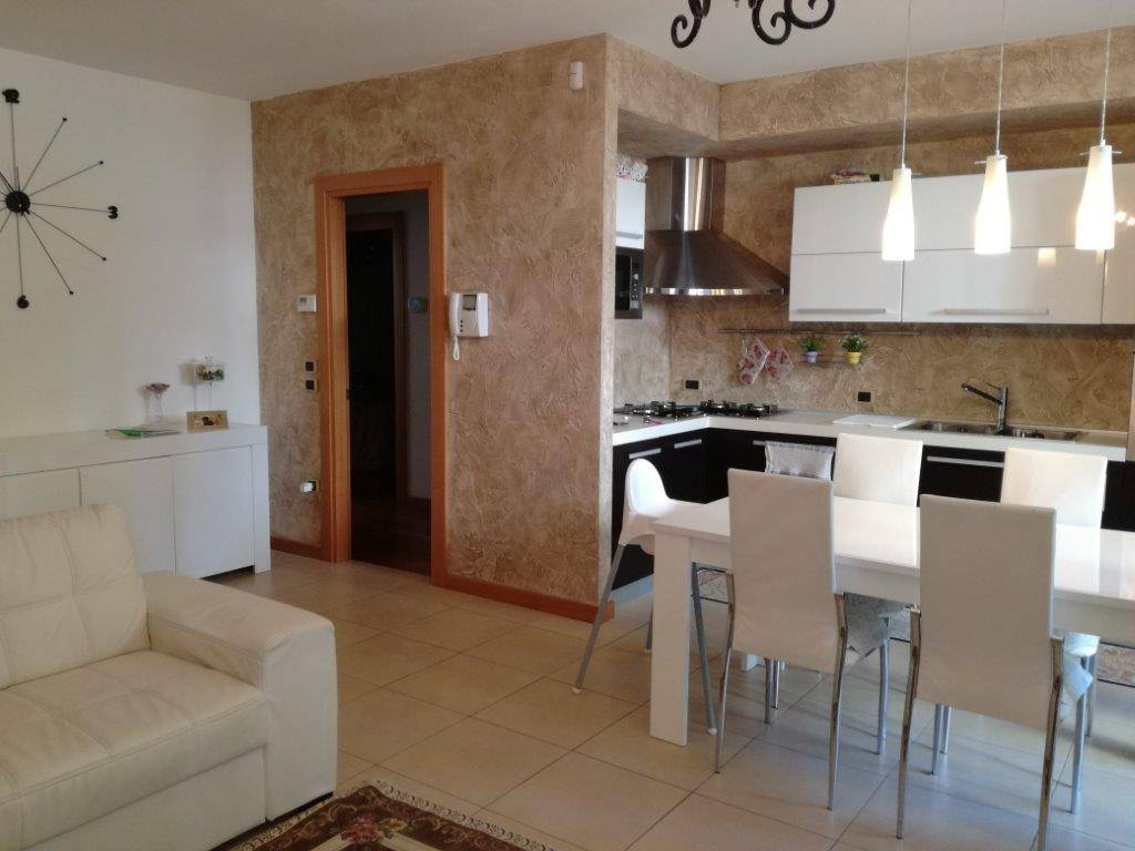 Appartamento in ottime condizioni parzialmente arredato in vendita Rif. 7783249
