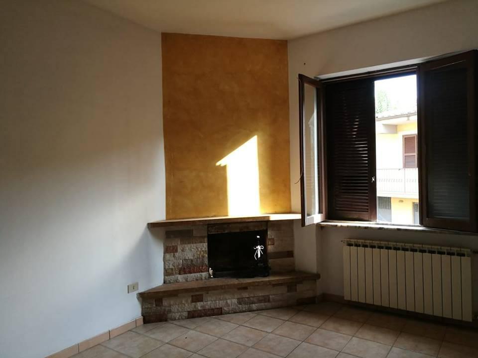 Appartamento in buone condizioni in affitto Rif. 7832180