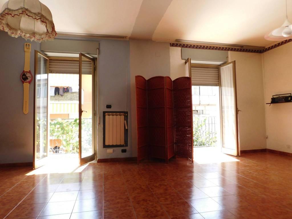 Appartamento in vendita a Santa Teresa di Riva, 4 locali, prezzo € 120.000 | CambioCasa.it
