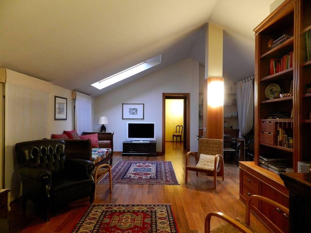 Attico / Mansarda in ottime condizioni arredato in affitto Rif. 8187912